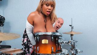 BigNaturals – Bongo Boobs – Ms.Yummyxxx, Sean Lawless
