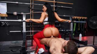 BigButtsLikeItBig – Spotting Her Ass – Romi Rain, Xander Corvus