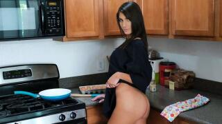 SisLovesMe – Stepsister Pussy Rent Payments – Dana Wolf, Brother Love