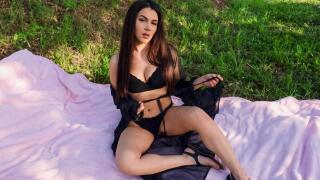 Babes – Picnic with Valentina – Valentina Nappi