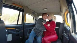 SexInTaxi – A Robbed Blonde Needs A Hug And Something More – Liz Rainbow, Steve Q