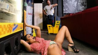 BrazzersExxtra – Vending Machine Disasters – Carmela Clutch, Kyle Mason