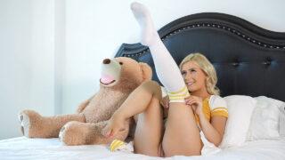 SisLovesMe – Giving Stepsis a Massage – Minxx Markey, Nicky Rebel